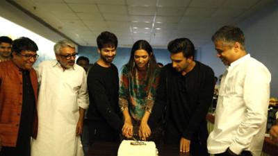 Deepika Padukone Ranveer Singh Shahid Kapoor and Sanjay Leela Bhansali celebrate Padmaavat