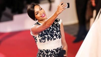 cannes stop red carpet selfies