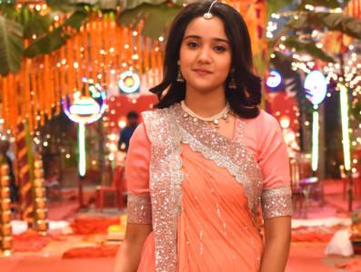 Ashi as Naina