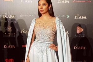 Mahira Khan honoured at Distinctive International Arab Festivals Awards in Dubai