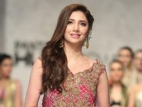 Mahira Khan welcomes foreign PSL 2019 players to Karachi