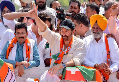 Sunny Deol in trouble as he gets EC notice