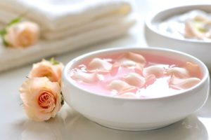 Benefits of Rosewater Will Make You Grab A Bottle Right Now